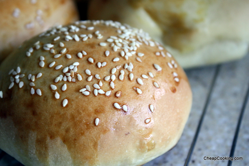 Homemade Hamburger Buns with Good Hamburgers